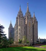 300px-Salt_Lake_Temple,_Utah_-_Sept_2004-2